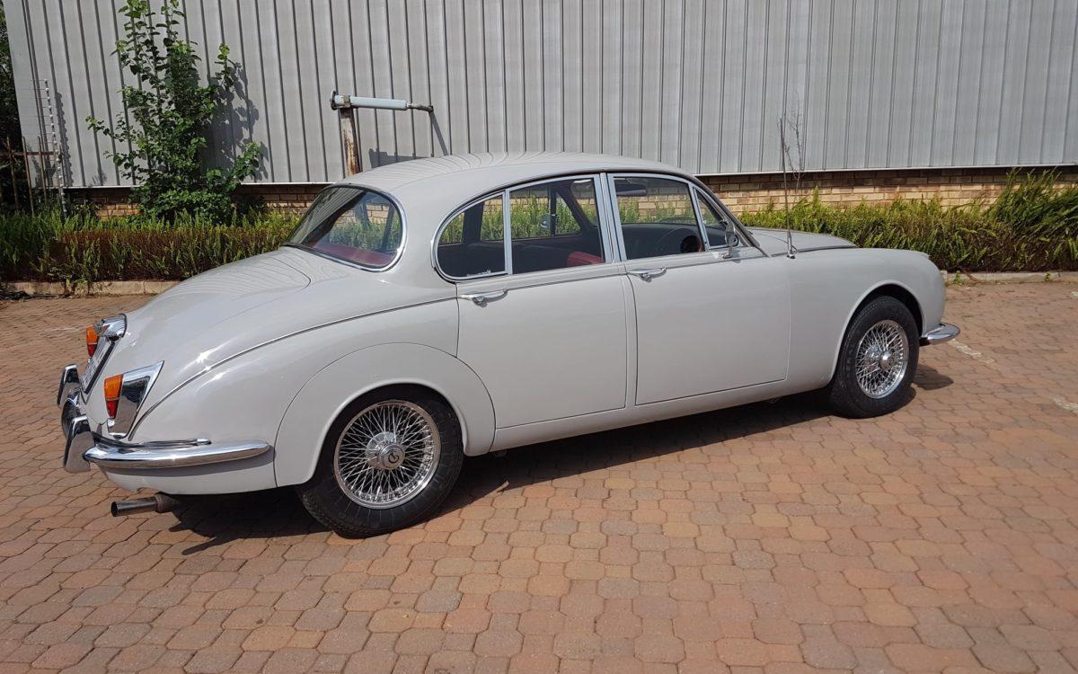 Daimler 250 v8 5